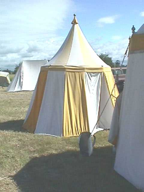 A beautiful small round tent designed and crafted by HL Cymbric of the Isles. I was especially impressed with how clean the lines are on this ... & Round Tents and Pavilions